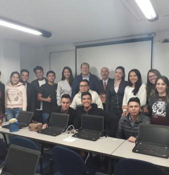 VISTA DE ESTUDIANTES DE LA UNIVERSIDAD RICARDO PALMA DE LIMA, PERÚ